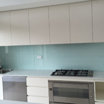 blue-glass-splashbacks-uk-stonetech1-uk